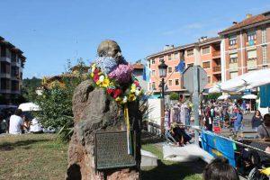 Busto de Dionisio de la Huerta fundador de la Fiesta de las Piraguas